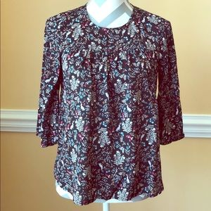 🌻Old Navy🌻Black Floral and Rabbit Pattern Blouse